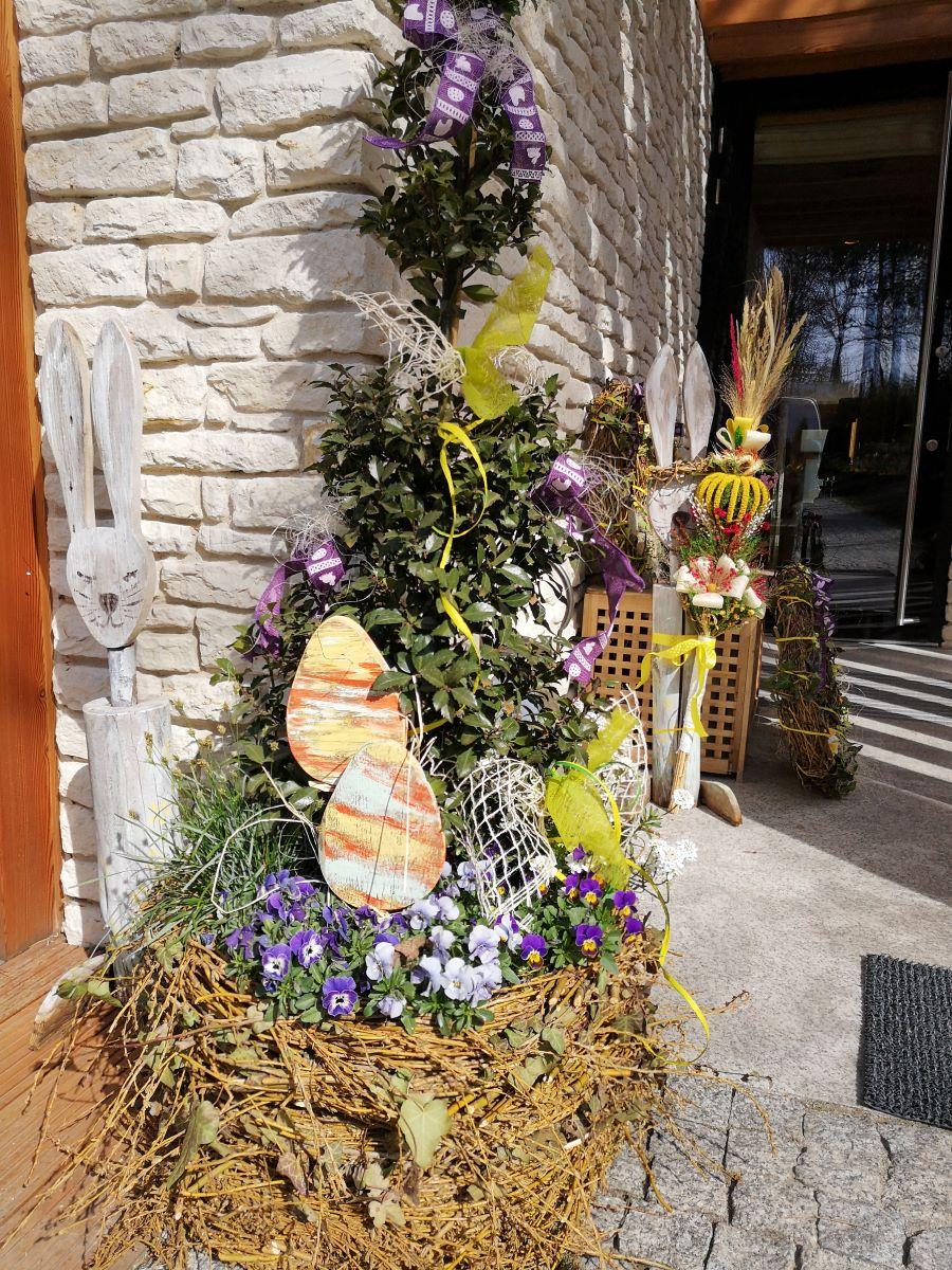 dekoracje w ogrodzie - wielkanocne przygotowania